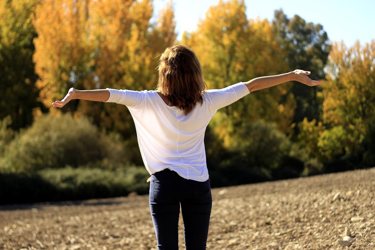 spokojená vyrovnaná harmonická žena