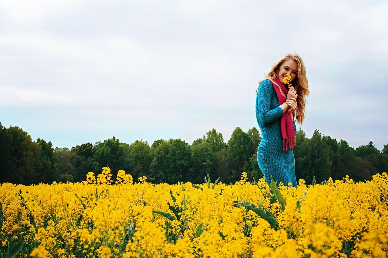 pozitivní myšlení - žena s květinami